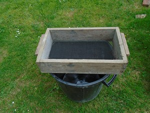 tamis pour 1 ère filtration du purin de consoude ou purin d'ortie