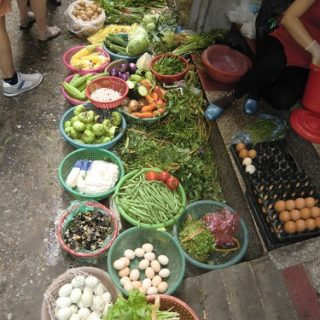 vendeuse Hanoi pour légumes vietnamiens